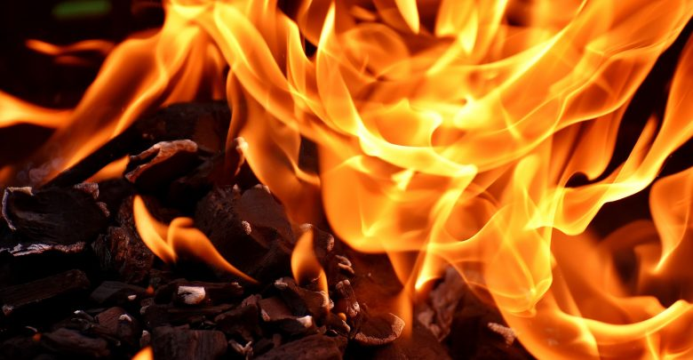 Deux maisons incendiées et plusieurs autres endommagées à Jacmel