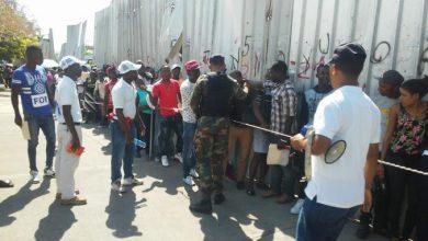 Des centaines dHaïtiens se régularisent en Rép. Dominicaine photo Listin Diario