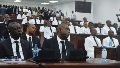 Sénateurs noir et Députés blanc à louverture de la première session ordinaire de lannée législative 2018 lundi 8 janvier. Photo Négritude Fm