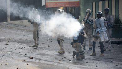 police tear gas 1
